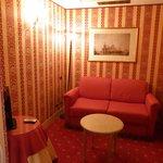 Petit salon attenant à notre chambre