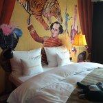 Zimmer mit Zirkusbild-nett