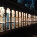 вечером мечеть будто парит над землей