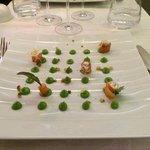 Gebeizter Lachs mit Guacamole und Croutons