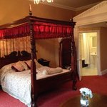 beautiful comfy four poster
