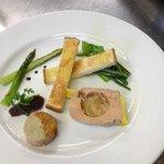 Foie gras, compoté de poires, chutney d'oignons