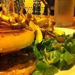 hamburger vu de près !!! bien garni...