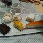 Assortiment de desserts délicieux, Un restaurant avec des desserts à ne pas manquer surtout moel
