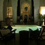 patio intorno alla piscina