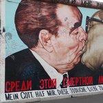 El beso de Breznev y Honecker. East Side Gallery - Muro de Berlín