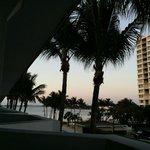 Ausblick vom Zimmerbalkon auf die Bay
