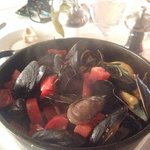 Mussels in a watery sauce without any flavor ... Yuk