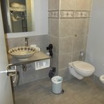 Nice, modern bathroom!