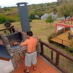 terraza y parrilla de la cabaña
