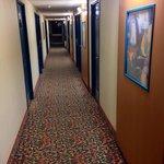 Une moquette très colorée dans les couloirs de l'hôtel !