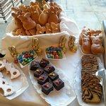 angolo colazione con dolci pasquali
