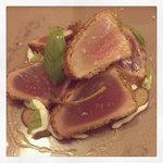 Tataki di tonno con pistacchio e maionese di yogurt