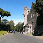 Via Appia con il mausoleo di Cecilia Metella