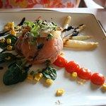 ensalada de espinacas con salmón