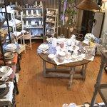 Servizi e accessori per la tavola, candele profumate, profumazioni e decorazioni.