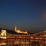 Как прекрасен мост Сечени ночью
