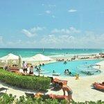 Zona de playa y piscina