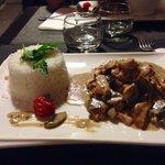 Émincé de poulet aux champignons et riz blanc