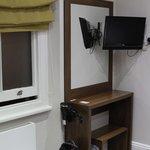 "TV & ""desk"""