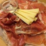 Crudo Toscano D.O.P. Accompagnato da Pecorino e Miele ,,, da mangiare con gli Occhi !!!
