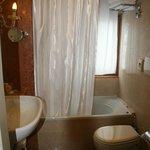 Lovely but very narrow bathtub