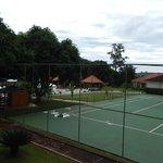Vista da quadra e piscinas