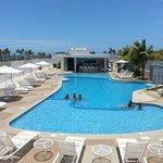Poolbar y piscina