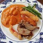 Mittagsbuffett - Hähnchencurry, frittiertes Gemüse, Entenbrust, grüne Bohnen