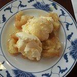 Mittagsbuffett - gebackene Bananen mit Honig und Vanilleeis