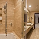 Room Shower / Bath