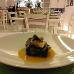 scarola e pesce azzurro su salsa allo zafferano