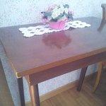 Tavolino sbeccato della stanza 268