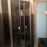 box doccia con idromassaggio radio e rosone centrale
