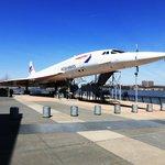 самолет Конкорд на палубе авианосца