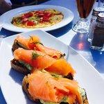 Bruschetta w/ smoked Salmon and veggie omelette