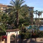 Vista de la habitación donde se ve el hotel Estrella del Mar