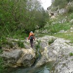 Wanderung in die Schlucht unterhalb von Noto Antica (mit Bademöglichkeit im klarsklaren Quellwas