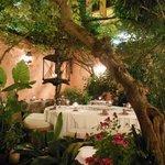Romantic courtyard setting