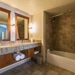 Riverside Suite Bathroom