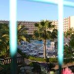 Hotel y piscinas