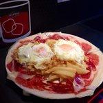 """Esas cosas tan sencillas q a veces son las mejores....  Huevos """"rompidos"""" con patata frita nat"""