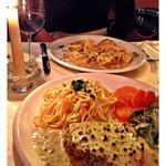Filetsteak mit Pfefferrahmsauce und hausgemachte Pasta.