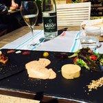 Trio de foie gras. Sels de différentes parties du monde que l'on peut acheter à la boutique.
