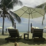 Foto del espacio de playa exclusivo para clientes del hotel.