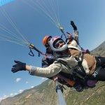 Para=Gliding over picturesque Pamukkale landscape