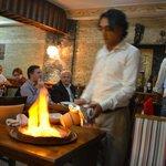 Burhan che serve il testi-Kebab