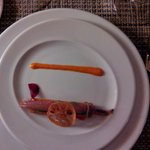 Coca de sardina marinada con sal de Añana, panacota de aguacate y cebolla roja