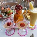 sangria (champagne) - 0,5 l -9 euros, tuna salad - 6 euros, calamares -6,5, fresh (size S)-6 eur