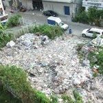 Müllhalde neben dem Hotel
